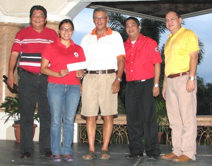 Red Cross Davao Chapter's Janice Gancero receives the check donation of Rancho Palos Verdes Golf and Country Club represented by Joe Marfori, sports and games chairman and general manager Albert Casenas (extreme right) for the typhoon victims. With them are Jonathan de Jesus of Red Cross and master of ceremonies Ting Castillo on Oct.18 at the Club House.