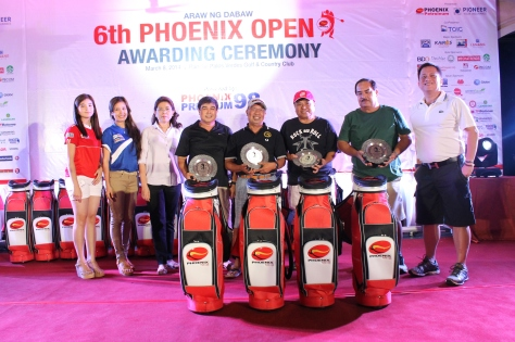Winners of the 6th Phoenix Open Team division Team Eagle Master 2 composed of Johan Dalmacio, Butch Santillan, Lorenzo Ang, and Jess Panisales receive their awards from Phoenix Petroleum Vice President for External Affairs, Business Development and Security Atty. Raymond Zorrilla (R), and Asst. Vice President for Supply Rita Ros (L), on March 8 at Rancho Palos Verdes Golf & Country Club.