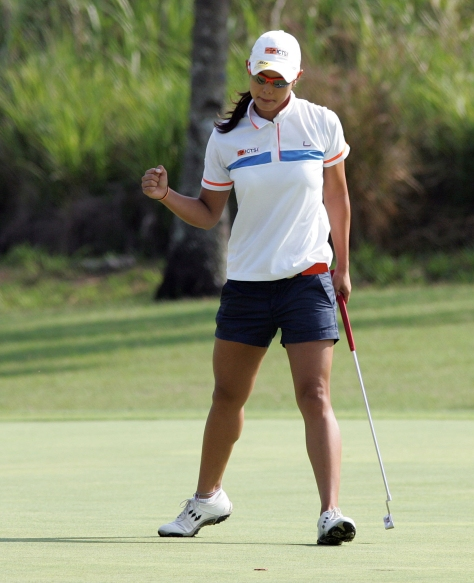 Cyna Rodriguez reacts after sinking a birdie-putt on the first hole.(pr)