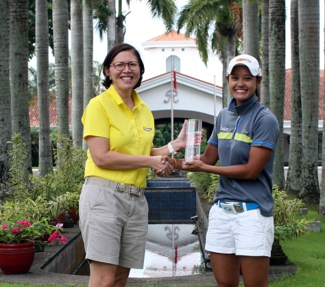 Cyna Rodriguez (right) receives her trophy as she shakes hands with Pilipinas Golf Tournaments, Inc. general manager Colo Ventosa after topping the ICTSI Riviera Ladies Classic with a six-shot romp over Sarah Ababa.(pr)