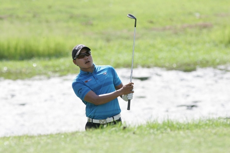 Charles Hong watches his second shot on the par-3 17th.(pr)